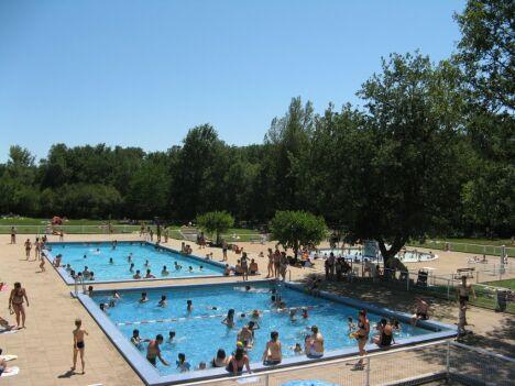 """Les trois bassins de la piscine à Montaigut sur Save<span class=""""normal italic petit"""">DR</span>"""