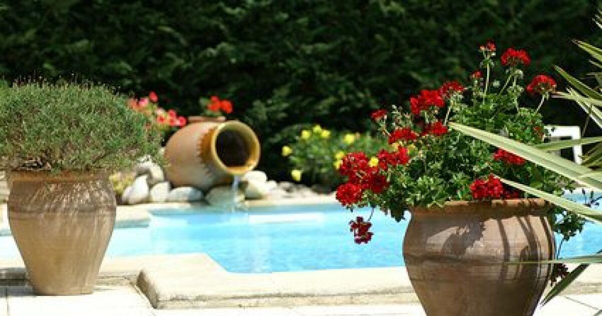 Liner de piscine la prise de cotes for Reparer un liner de piscine