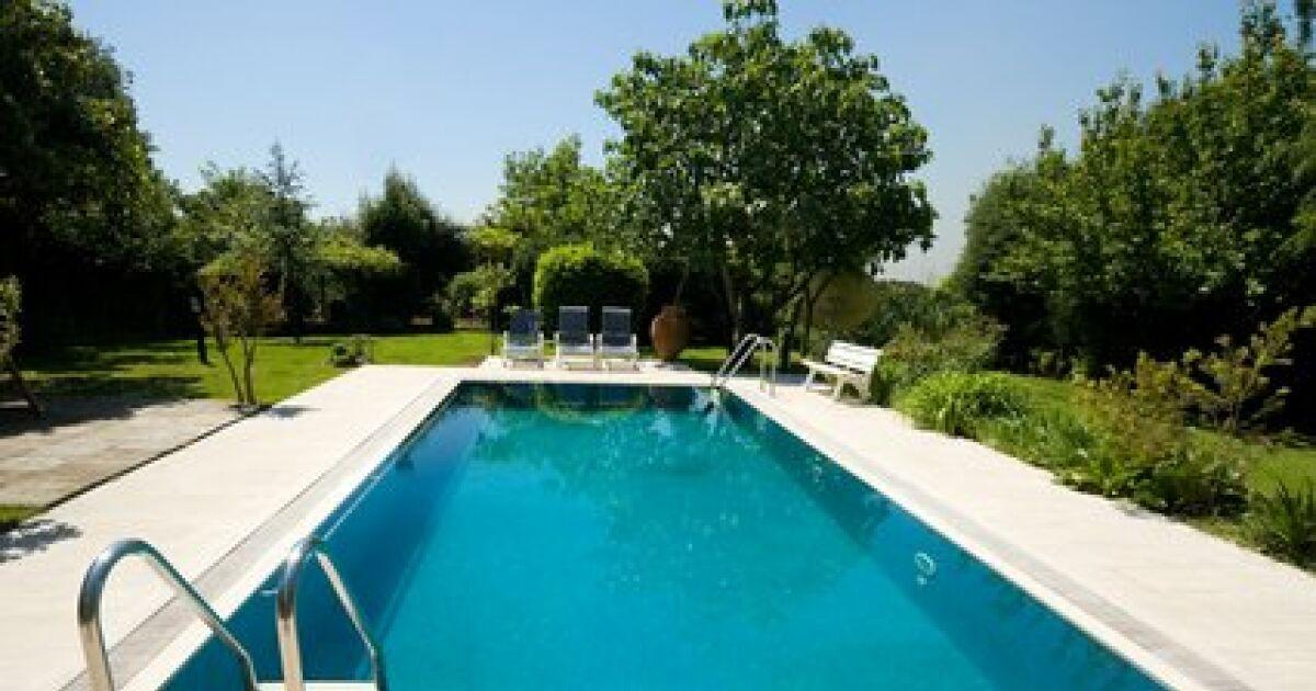 Liner de piscine une r paration courante for Reparation liner piscine sous l eau