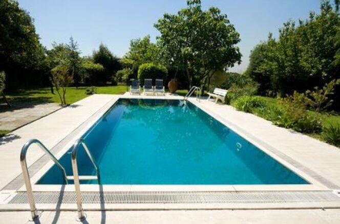 Liner de piscine : une réparation courante