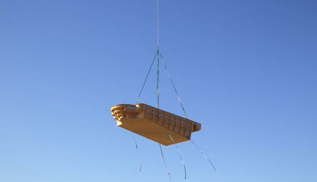 Livraison d'une piscine coque par hélicoptère