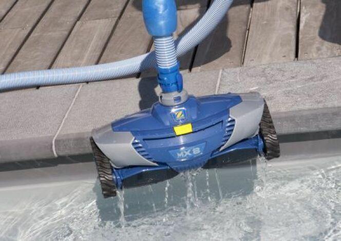 """La location d'un robot de piscine permet d'économiser sur l'achat de ce matériel spécifique.<span class=""""normal italic petit"""">© Zodiac</span>"""