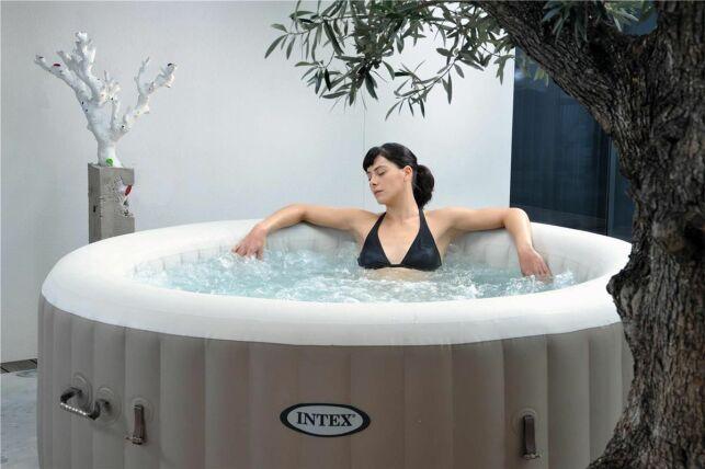 Un spa de location permet de profiter d'un bain à bulles pour pas cher.