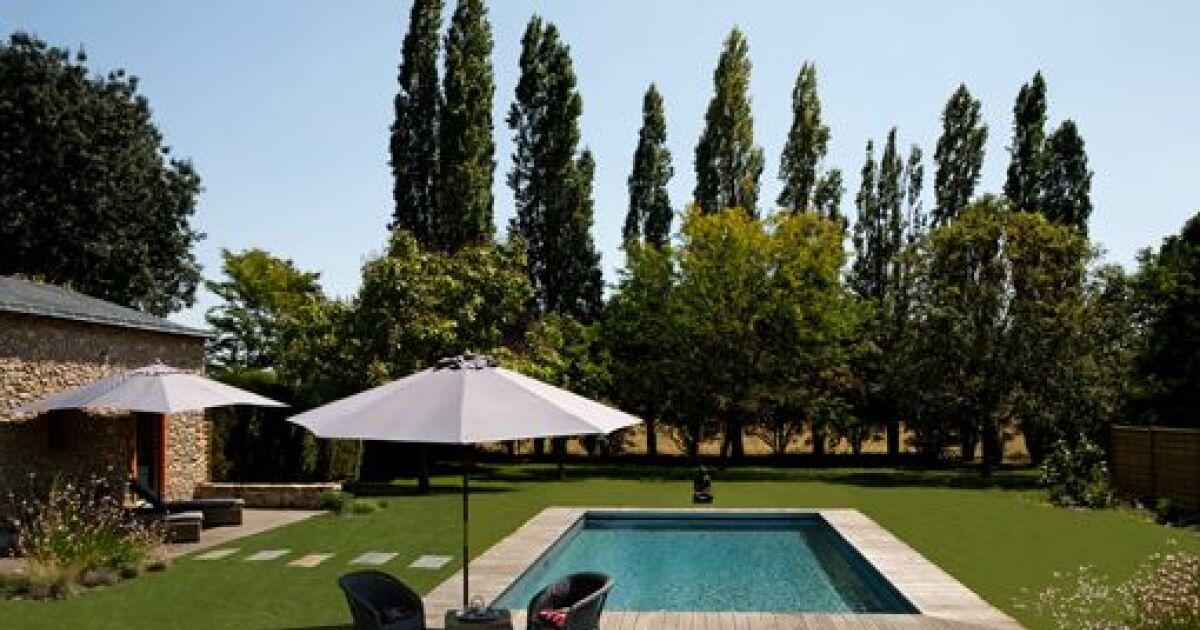 Profiter d une piscine ou d un jardin gr ce louerdehors - Autour de la piscine photo villeurbanne ...