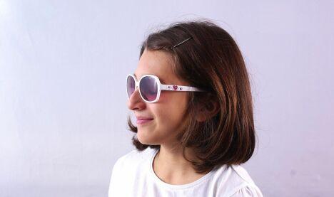 Lunettes de soleil fille blanches verres roses dégradés Guess Kids été 2013