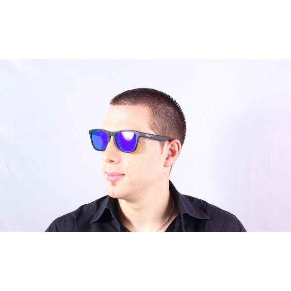 Lunettes de soleil homme Oakley verres miroirs bleus été 2013 20ea95c81256