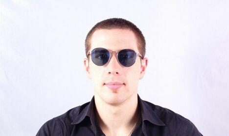 """Lunettes de soleil homme Persol écailles et argent verres miroirs été 2013<span class=""""normal italic petit"""">© Visiofactory</span>"""