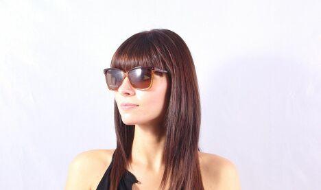 """Lunettes de soleil Marc Jacobs femme dégradé brun écailles été 2013<span class=""""normal italic petit"""">© Visiofactory</span>"""