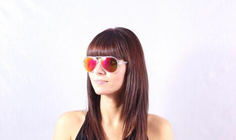 """Lunettes de soleil Ray-Ban femme monture transparente verres miroirs été 2013<span class=""""normal italic petit"""">© Visiofactory</span>"""