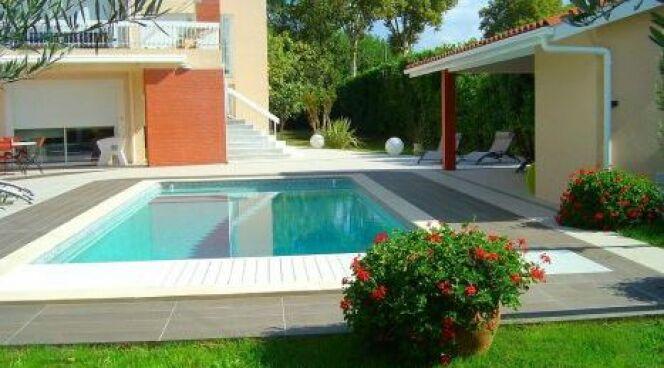 """Ma piscine au printemps : les gestes à faire<span class=""""normal italic petit"""">© L'Esprit Piscine</span>"""
