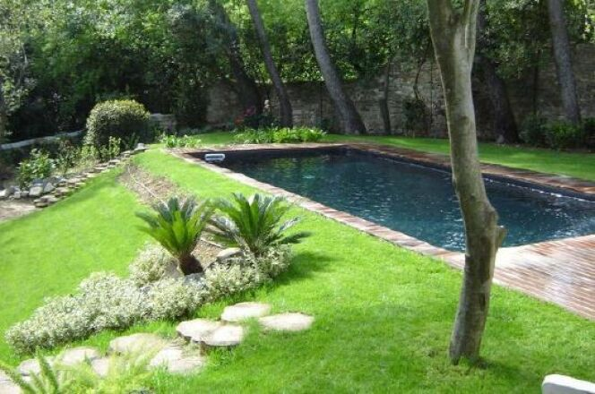 "Ma piscine en juin <span class=""normal italic petit"">© Caron Piscines</span>"