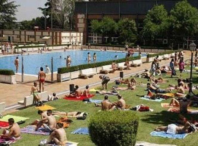 """Madrid autorise une journée sans maillots de bain à la piscine<span class=""""normal italic petit"""">© City life madrid</span>"""