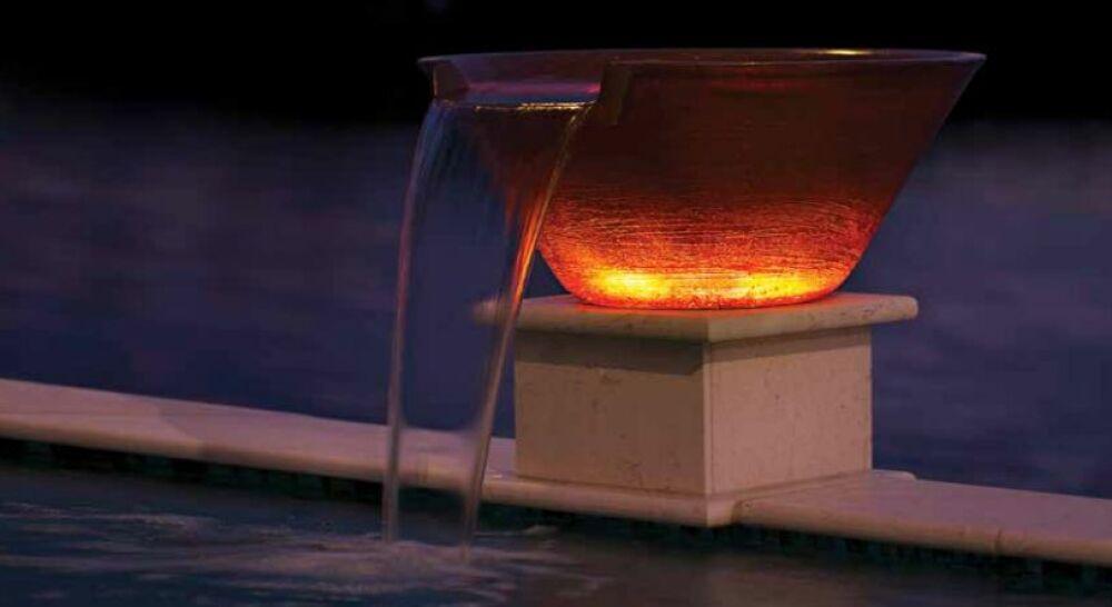 MagicBowl Water Effects : un feu incandescent à côté de votre piscine.© Pentair Pool