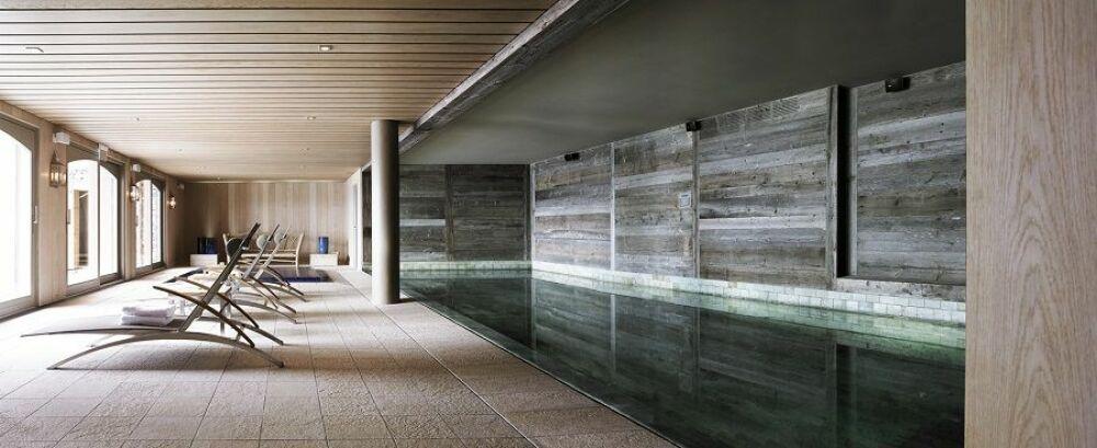 Magnifique piscine intérieure à l'Hôtel le Crans© Hôtel le Crans