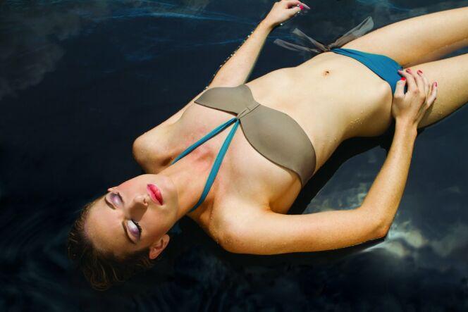 "Maillot de bain à armatures<span class=""normal italic petit"">© JOG Swimmwear</span>"