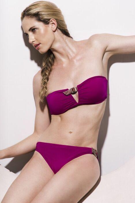"""Maillot de bain deux-pièces bandeau à armatures rose fushia détails boucles Jog Swimwear<span class=""""normal italic petit"""">© Jog Swimwear</span>"""