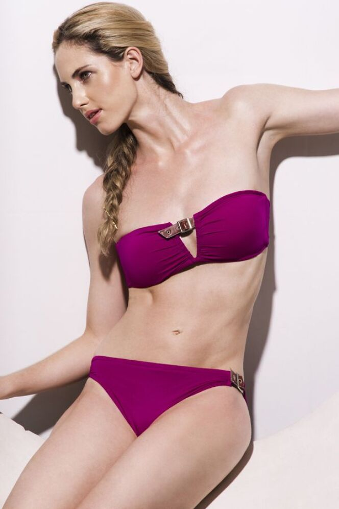Maillot de bain deux-pièces bandeau à armatures rose fushia détails boucles Jog Swimwear