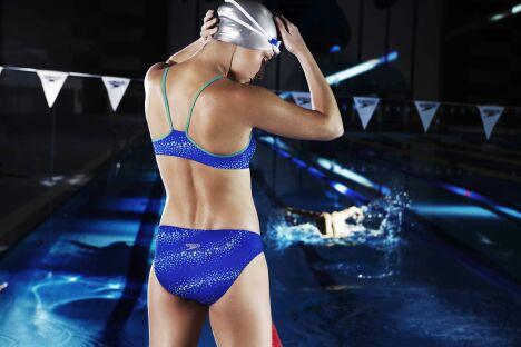 """Maillot de bain deux-pièces bleu spécial entraînement et compétition Speedo<span class=""""normal italic petit"""">© Speedo</span>"""