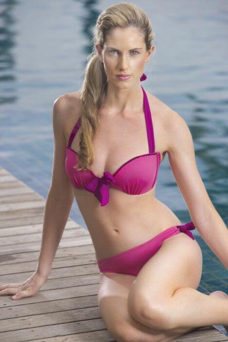 "Maillot de bain deux-pièces rose fushia corbeille à armatures Jog Swimwear<span class=""normal italic petit"">© Jog Swimwear</span>"