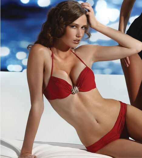 "Maillot de bain push up rouge   <span class=""normal italic petit"">© Prelude</span>"