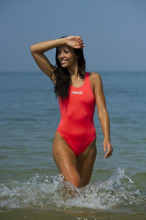"""Maillot de bain sport une pièce rouge par Arena<span class=""""normal italic petit"""">© Arena</span>"""