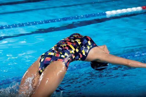 "Maillot de bain une pièce bleu marine imprimé jaune et orange Mahogany Arena<span class=""normal italic petit"">© Arena</span>"