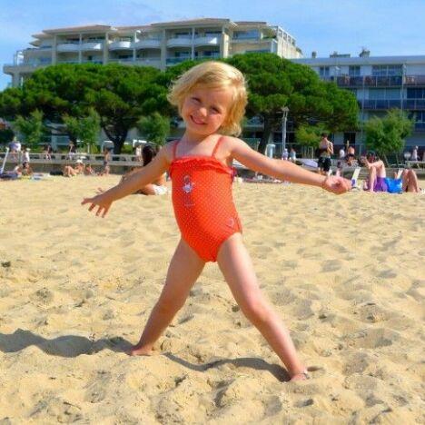 """Maillot de bain une pièce enfant fille orange<span class=""""normal italic petit"""">© MySenses</span>"""