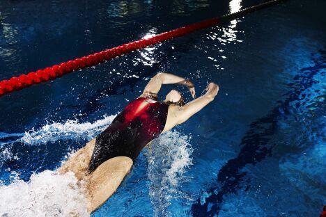 """Maillot de bain une pièce femme rouge et noir spécial compétition Speedo<span class=""""normal italic petit"""">© Speedo</span>"""