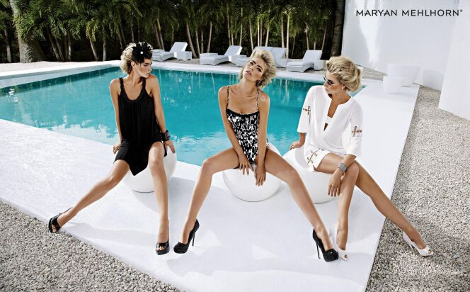 Maillot de bain une pièce noir et blanc et beachwear assorti, Maryan Mehlhorn (collection Cape Grace, été 2013)© Maryan Mehlhorn