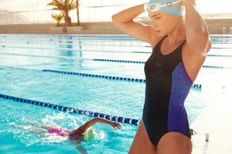 "Maillot de bain une pièce noir et bleu avec motifs Speedo Swim Fitness 2014<span class=""normal italic petit"">© Speedo</span>"