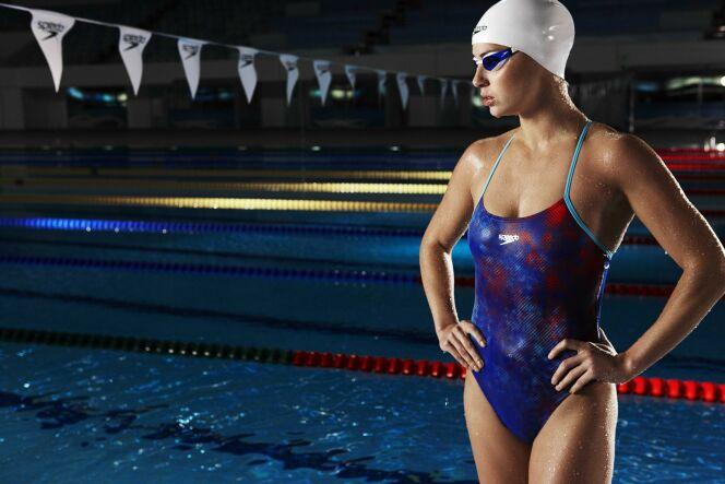 Maillot de bain une pièce spécial natation, imprimé bleu et rouge Speedo 2013