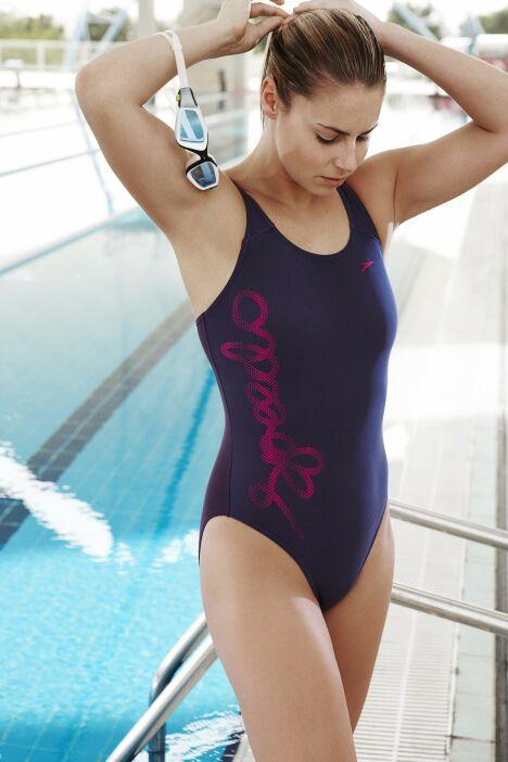 """Maillot de bain une pièce violine Speedo Swim Fitness : parfait pour l'aquagym !<span class=""""normal italic petit"""">© Speedo</span>"""