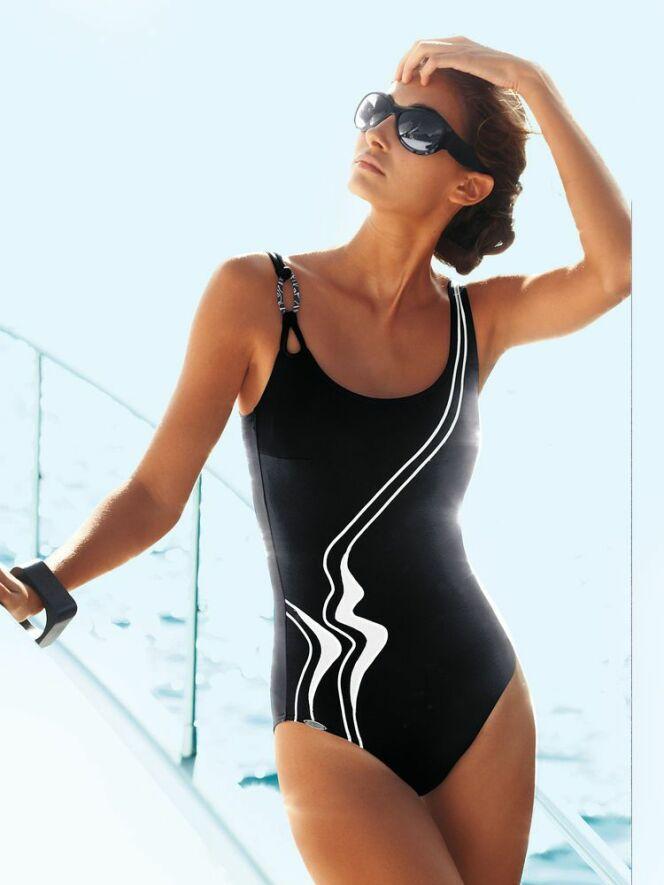 10 maillots de bain pour pratiquer l aquagym maillot. Black Bedroom Furniture Sets. Home Design Ideas