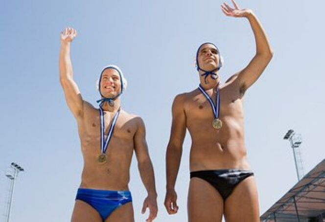 "Maillot de water polo  <span class=""normal italic petit"">© Image Source IS2 - Fotolia.com</span>"