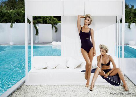 """Maillots de bain bleu marine Royal Riviera par Maryan Mehlhorn (été 2013)<span class=""""normal italic petit"""">© Maryan Mehlhorn</span>"""