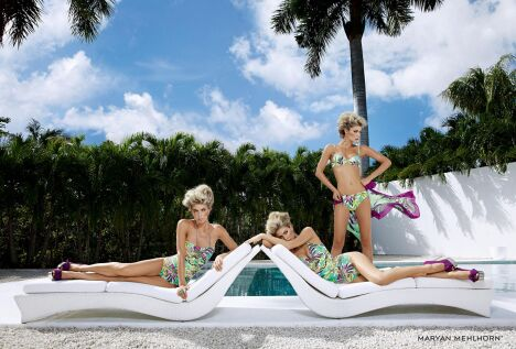 "Maillots de bain femme imprimés fleurs exotiques par Maryan Mehlhorn<span class=""normal italic petit"">© Maryan Mehlhorn</span>"