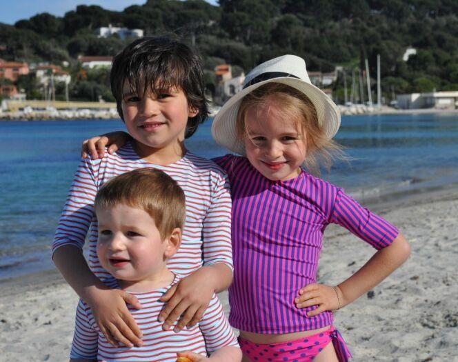 """Maillots et vêtements anti-UV pour enfants<span class=""""normal italic petit"""">© Little Duck</span>"""