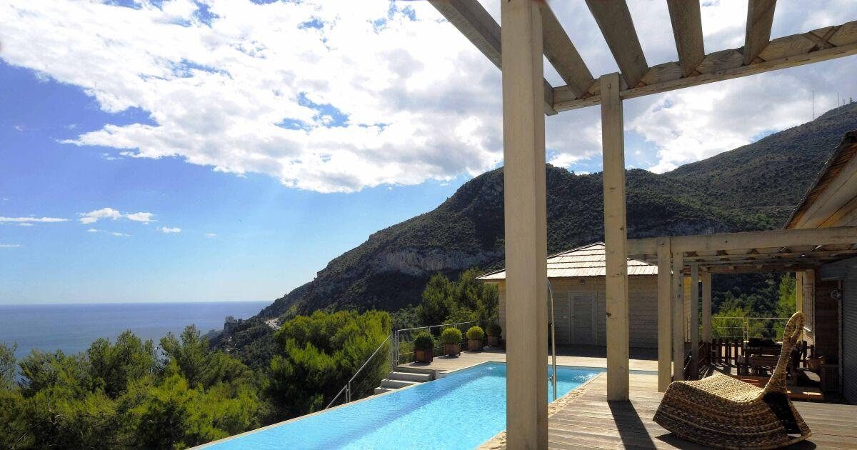 piscines d bordement avec vue d gag e sur mer ou montagne piscine d bordement photo 2. Black Bedroom Furniture Sets. Home Design Ideas