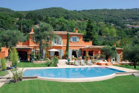 Maison provençale luxueuse avec piscine à débordement