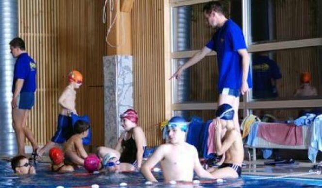 """La pédagogie et la patience sont des qualités indispensables à l'exercice de la fonction de maitre nageur.<span class=""""normal italic petit"""">DR</span>"""