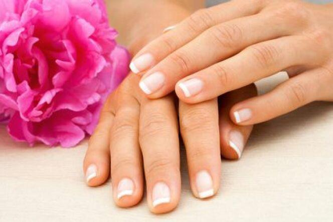 """Manucure : la beauté des mains et des ongles<span class=""""normal italic petit"""">© karelnoppe - Fotolia.com</span>"""