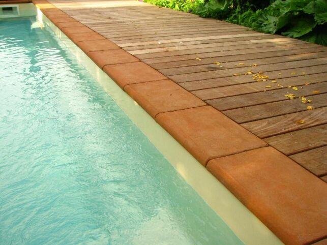 Margelles de piscine en terre cuite