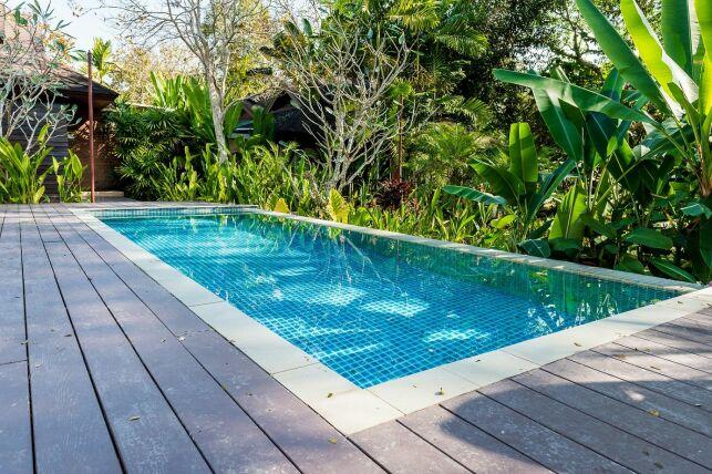 Margelles de piscine en travertin