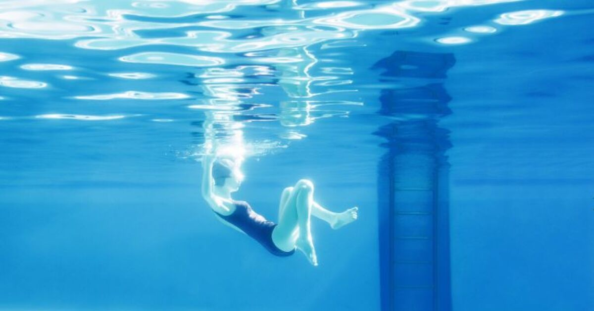 Maria svarbova quand la photo s invite la piscine for Quand hiverner sa piscine