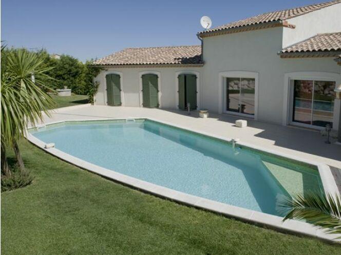 Les plus belles piscines tendances et modernes en photos for Taille standard piscine rectangulaire