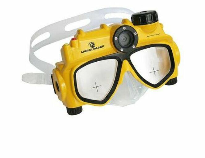 """Il existe des masques de plongée équipés d'appareil photo, comme ici le masque de la marque Liquid Image<span class=""""normal italic petit"""">© Liquid Image</span>"""