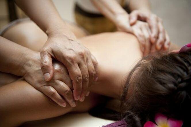 "Massage à quatre mains<span class=""normal italic petit"">© Vytis Turonis - Shutterstock</span>"