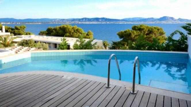 Pour le matériel de piscine, privilégiez la qualité et la sécurité avant tout.