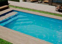 Nouveauté Mediester : une piscine coque avec couverture et caillebotis immergés