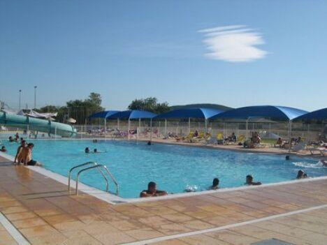"""Mejannes le Clap : le grand bassin de la piscine<span class=""""normal italic petit"""">DR</span>"""